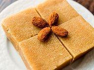 Рецепта Обърната грис халва със стафиди, кедрови ядки и захарен сироп в тава